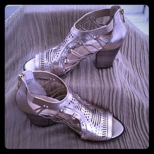 BELLA VITA Rose Gold Cutout Heels